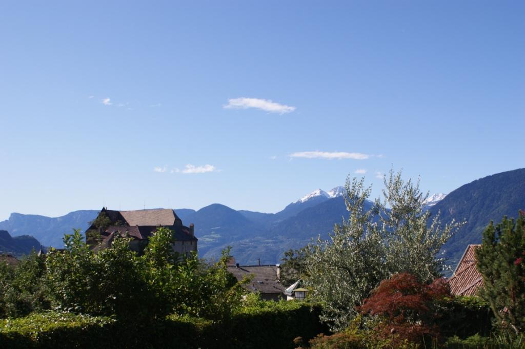 Schloss Schenna mit der Laugenspitze im Hintergrund